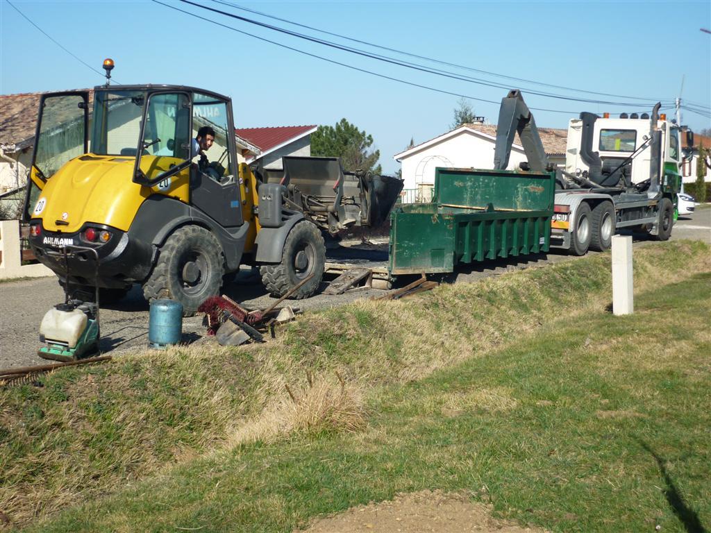 Kmg goudronnage travaux terrassement bordure for Travaux de terrassement prix